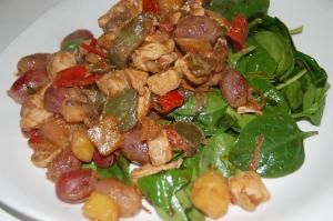 salade d'épinards, poulet et fruits